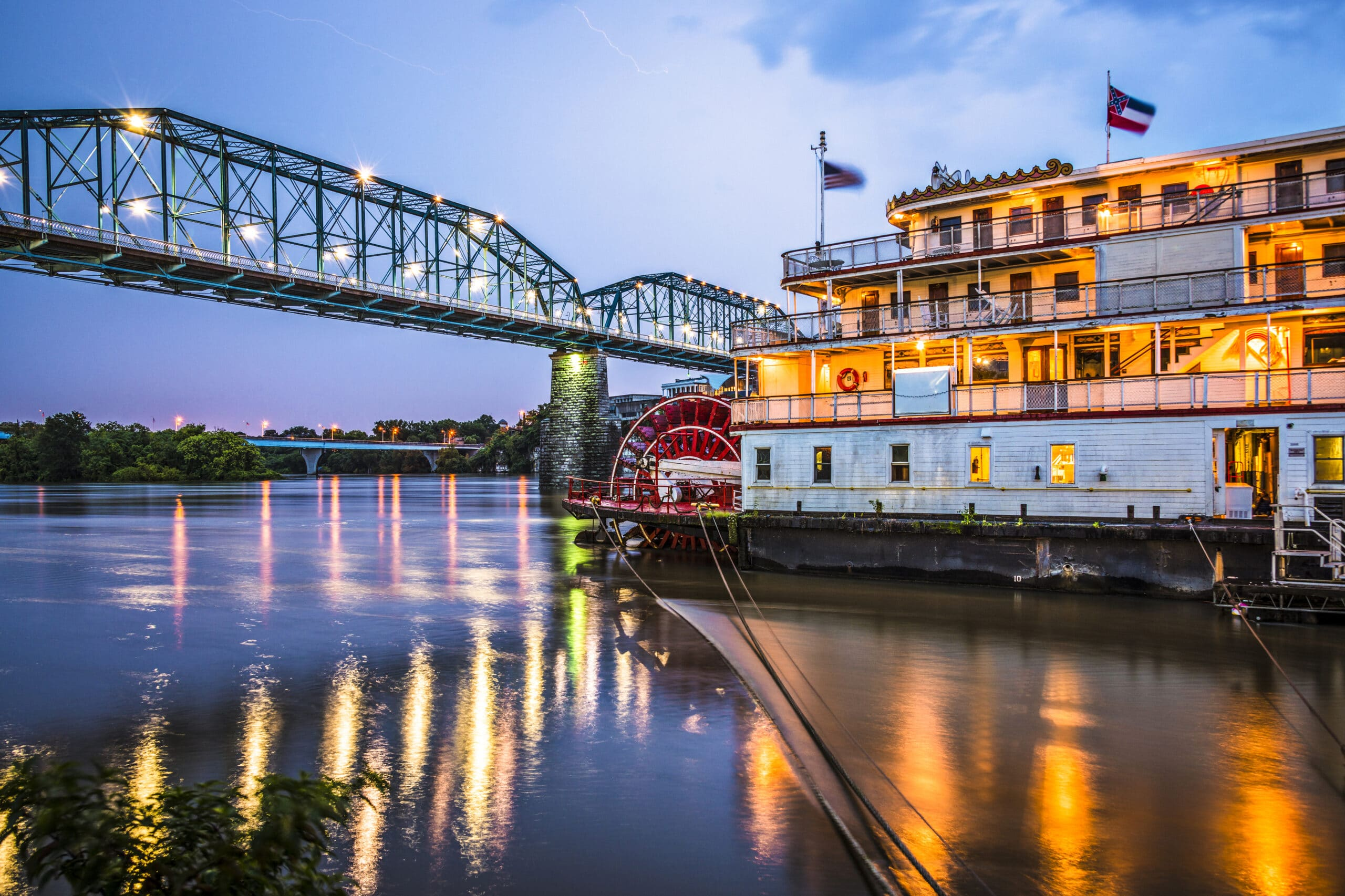 chattanooga bridge and riverboat at dusk // Chattanooga, Tennessee, USA at night on the river